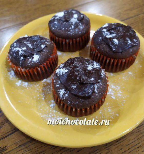 Шоколадные маффины с творожной начинкой